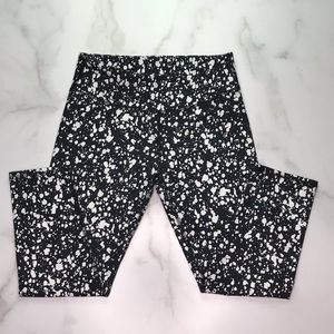 Fabletics Black and White Cropped Leggings XSmall